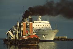 LE PORT (Jean d'Hugues) Tags: réunion le port plaisance pointe des galets maritime gare commerce base navale pêche