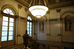 Gallerie d'Italia (Bosc d'Anjou) Tags: milano italy milan gallerieditalia stair lamp sculpture palace museum