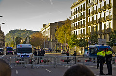 Al front contra l'estat hispanic / Get out! (SBA73) Tags: catalunya catalonia catalogne catalogna katalonien 21d barcelona barrera barricada montjuic pladepalau llotja estathispanic police madereria resistim freedom independència independence