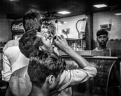 Mumbai (XVII) (manuela.martin) Tags: bw blackandwhite schwarzundweis streetphotography india mumbai people peoplephotography foreignpeople leicammonochrom leicamonochrom leicam leica hipshots