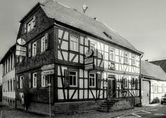 Altheim Fachwerkhaus (wernerfunk) Tags: fachwerk schwarzweiss blackwhite hessen architektur