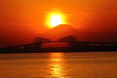 Sunset on Tokyo Bay (seiji2012) Tags: 富士山 ダイアモンド富士 舞浜 東京湾 東京ゲートブリッジ シルエット japan maihama tokyogatebridge silhouette sunset happyplanet asiafavorites