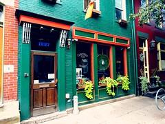 Míle fáilte roimh chách. (e r j k . a m e r j k a) Tags: pennsylvania pittsburgh mexicanwarstreets storefront pub restaurant tavern bar irish erjk encore 2014 explore