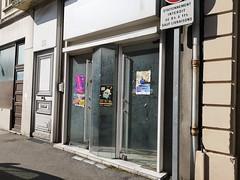 Un mystère ! rue commerçante pourtant ! (laphotoduxix) Tags: drome 26 façade commerce ancien désertification travaux