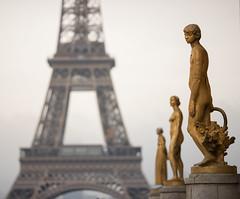 melancholy (chtimageur) Tags: paris parijs tour eiffel eifel tower eifeltoren beeld statue dof lines landscape melancholy melancholie canon 6d mark ii 135 f20 france trocadero