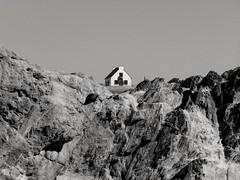 Bretagne, France (bobbykwibus) Tags: zwartwit blackandwhite house huis gebouw building rock frankrijk bretagne landcsape landschap