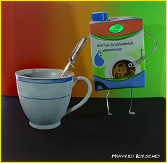 Oh, wie rührend. (manfredkirschey) Tags: fotokunst art tabletop makro tasse kaffee milch nahaufnahme manfred kirschey düsseldorf manfredkirschey