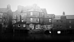 La façade atlantique (Un jour en France) Tags: canoneos7d landerneau monochrome village ville rivière noiretblanc noiretblancfrance black bretagne