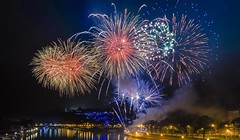 Happy New Year 2019 - 6337 (ΨᗩSᗰIᘉᗴ HᗴᘉS +37 000 000 thx) Tags: sony night fire firework fireworks 2019 belgium europa aaa namuroise look photo friends be wow yasminehens interest eu fr greatphotographers lanamuroise flickering sonydscrx10m4