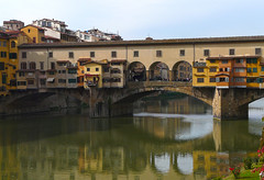 Italy, Firenze Ponte Vecchio (duqueıros) Tags: italy italia italien toskana tuscany florence florenz firenze stadt city brücke bridge ponte pontevecchio duqueiros alien hat viele ausergewöhnliche brücken
