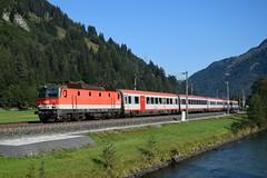 1144 105, IC 592 ( Salzburg > Klagenfurt ). Dorfgastein (M. Kolenig) Tags: 1144 intercity tauernbahn fluss gasteinertal baum
