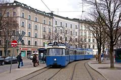 P-Zug 2005/3004 am Ostbahnhof (Frederik Buchleitner) Tags: 2005 3004 linie7 munich museumslinie münchen orleansplatz pwagen strasenbahn streetcar tram trambahn