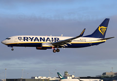 EI-FZI - Ryanair B737-800 (✈ Adam_Ryan ✈) Tags: dub eidw dublinairport 2019 dublinairport2019 airbusboeing eifzi ryanair beacon lights flashing b737