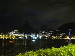 img_0663 (Ricardo Jurczyk Pinheiro) Tags: reflexo água skyline iluminação árvoredenatal lagoarodrigodefreitas riodejaneiro
