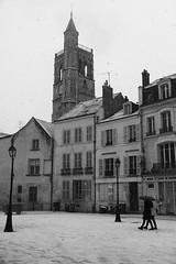 Orléans sous la neige (Raphi l'orange) Tags: orléans neige snow city ville place loiret centre centrevaldeloire valdeloire val de loire orleanais nb bw bnw noiretblanc blackandwhite