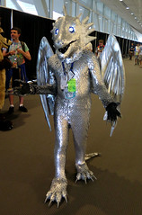 Falindrith (Coyoty) Tags: anthrocon2018 davidllawrenceconventioncenter pittsburgh pennsylvania pa convention conventioncenter anthrocon anthropomorphics anthropomorphic furry fandom fun furries fursuit furryfandom cosplay costume mascot silver dragon scales people brown falindrith