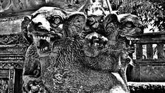 """INDONESIEN, Bali , unterwegs in  Ubud, Tempel  und hinduistische Gottheiten. 17870/11075 (roba66) Tags: bali urlaub reisen travel explore voyages rundreise visit tourism roba66 asien asia indonesien indonesia insel island île insulaire isla bauwerk architektur architecture arquitetura building bau façade platz places historie history historic historical geschichte skulptur sculpture relief """"götter geisterunddämonen"""" religion hinduismus urban monochrome blackwhite bw blancoynegro swbw negro blackandwhite blancoenero byn bretoebranco einfarbig """"schwarzweis"""""""