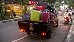 Arrivng in Ubud (Hans van der Boom) Tags: vacation holiday indonesia indonesie sawadee pickup truck luggage bagage people work porters car transport bali ubud id