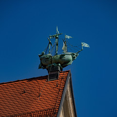 Roof Boat (MAKER Photography) Tags: canon eos 7d munich germany stachus sky blue roof rooftop boat ship