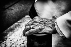 La main / The hand (vedebe) Tags: main mains rue street ville city urbain urban noiretblanc netb nb bw monochrome femme humain human people