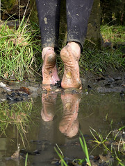 Reflected soles - stretch! (Barefoot Adventurer) Tags: barefoot barefooting barefooter barefoothiking barefeet baresoles barefooted barfuss muddysoles muddyfeet muddy mud reflectedsoles reflection flexiblefeet freedom earthsoles earthing earthstainedsoles strongfeet soles tiptoe arches ruggedsoles roughsoles