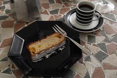 Espresso zum Kanarischen Bananenkuchen (multipel_bleiben) Tags: essen zugastbeifreunden kuchen banane espresso kaffee nachtisch spanisch