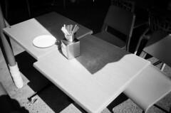 Outdoor restaurant table (Matthew Paul Argall) Tags: hanimex35es fixedfocus focusfree 35mmfilm blackandwhite blackandwhitefilm kentmerepan100 100isofilm table restaurant