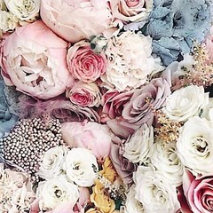 No such thing as too many flowers🌹💕 Happy #tuesday at Rose & Blanc Tea Room . . . . . . #tuesdaymotivation #tuesdayquotes #roseandblanctearoom #mood #inspo #florals #flowerstagram #flower #lalife #la #mydayinla #losangelescity #lalife #los (Rose & Blanc Tea Room) Tags: party venue bridal shower baby tea room house