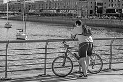 Photographed photographer (Wal Wsg) Tags: photographedphotographer photographed photographer thephotographer fotografo fotografiando photography photo fotografia argentina buenosaires caba capitalfederal ciudaddebuenosaires puertomadero byn bw blackandwhite phwalwsg canoneosrebelt6i canon canont6i dia day barcos ship navios naves veleros velero sailboats sailing bike bicicleta bici bicicletas bicicletta bicis biciclettas bicicletasestacionadas biciparlare