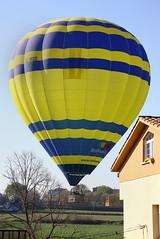 VIC. Osona. (Barcelona) (Josep Ollé) Tags: globus globo balloon vol aterrizaje landing ecmod