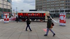 100 Jahre Revolution - Berlin 1918/19 (Pascal Volk) Tags: berlin alexanderplatz mitte berlinmitte 100jahrerevolution freightwagon möbelwagen 100yearsofrevolution street people invierno winter canonpowershotg1xmarkiii 17mm dxophotolab