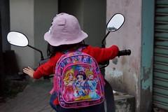 Hué - fillette (luco*) Tags: vietnam hué fillette girl young dos back motocyclette motorbike