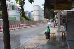 empty streets (the foreign photographer - ฝรั่งถ่) Tags: boy sidewalk hose songkran phahoyolthin road bangkhen bangkok thailand sony rx100
