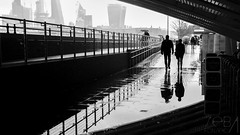 Lluvia, no me dejes solo otra vez (Sebas Fonseca) Tags: bnw white black traveller travel city urban street england uk london sebafonseca