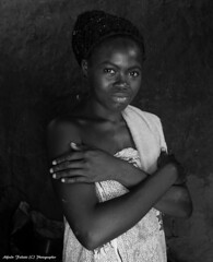 Alfredo Felletti (alfredo_felletti) Tags: ghana donna portrait ritratto africa africani woman bianconero blackandwhite streetphotography youngwoman africanwoman girl girls storyteller gente persone people