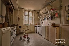 Abandoned Kitchen (Photography by Linda Lu) Tags: abandoned kitchen küche chateaumarianne lostplacesfrance lostplace lostplaces urbex urbanexploring urban decay discarded forgottenhome