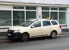 Dacia Taxi (Schwanzus_Longus) Tags: bremen hohentor german germany romania romanian modern car vehicle station wagon estate break kombi combi dacia logan mcv taxi cab
