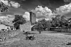 Rincones de Pedraza (Segovia) (Jose Manuel Cano) Tags: pedraza segovia españa spain nikond5100 pueblo village byn bw nube cloud