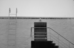 6Q3A7528 (2) (www.ilkkajukarainen.fi) Tags: blackandwhite mustavalkoinen monochrome funkis moderism modern art helsinki kamppi rain raining sade portaat ovi door latters steps suomi finland finlande eu europa scandinavia