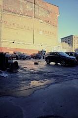 Lumières et couleurs extrêmes... (woltarise) Tags: vieuxmontréal stationnement parking hiver froid rafale lumières extrêmes couleurs ricoh gr voitures montréal