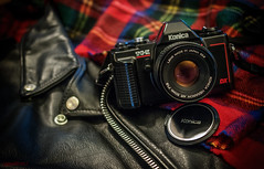 Schottish (alouest225) Tags: alouest225 tartan perfecto argentique camera 80s nikon d5600 konica leather japan