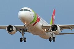 TAP / Airbus A320-214 / CS-TNQ (vic_206) Tags: tap airbusa320214 cstnq bcn lebl