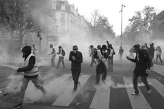 Gilets Jaunes (laurentbourrelly) Tags: giletsjaunes revolt strike france yellowvests riot crowd urban street streetphoto streetphotography blackandwhite monochrome