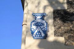 PA_1385 Space invader in Paris 16th (Sokleine) Tags: streetart spaceinvader invader wall street rue artderue arturbain urban urbanart mosaics tiles paris france vase bleu blue 75016 poterie