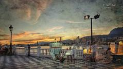 (059/19) Actividad nocturna en el Castell (Pablo Arias) Tags: pabloarias photoshop ps capturendx españa photomatix nubes cielo arquitectura farola mar agua mediterráneo anochecer puestadesol ocaso elcastell benidorm alicante
