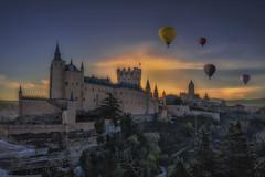 Viento en popa a toda vela. (jetepe72) Tags: alcazar segovia globos castillo castles amanecer mediaval nikon