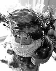 one of my favorite Santas (karma (Karen)) Tags: baltimore maryland christmas decorations santa mono bw dof bokeh hmbt iphone
