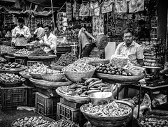 Mumbai (LXXIII) (manuela.martin) Tags: schwarzundweis streetphotography bw blackandwhite mumbai india people peoplephotography foreignpeople hipshots leicammonochrom leica leicamonochrom leicam