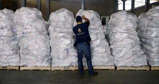 """وصول أول سفينة مساعدات تابعة لبرنامج الغذاء العالمي إلى ميناء """"الحديدة """" غربي اليمن"""