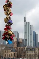 (Marilely) Tags: frankfurt main big city town skyskraper wolkenkratzer sky spring frühling streets river strasen fluss architektur architecture locks schlösser